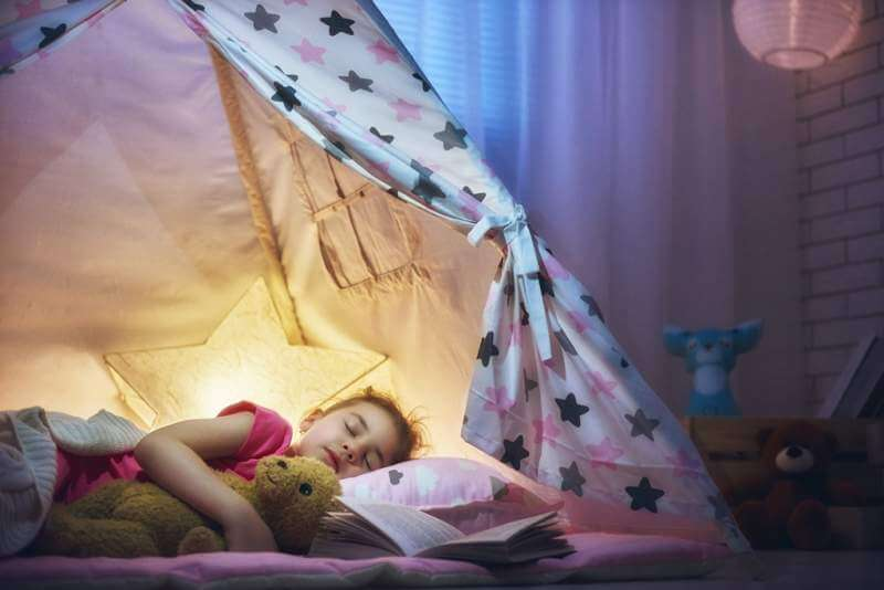 girl-is-napping-in-the-tent